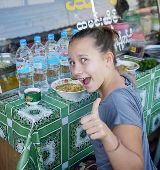 eating-burmese-food